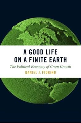 A Good Life on a Finite Earth Daniel J. (Director Fiorino 9780190605810