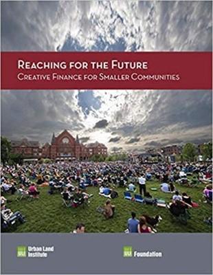 Reaching for the Future: Creative Finance for Smaller Communities Tom Murphy, Maureen McAvey 9780874203769