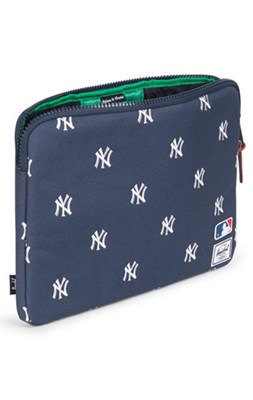 Herschel Anchor MacBook Sleeve, Navy/White Yankees  0828432107285